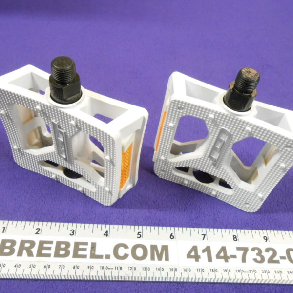 706ba64298a3 Mid Old School GT White Alloy Platform Pedals